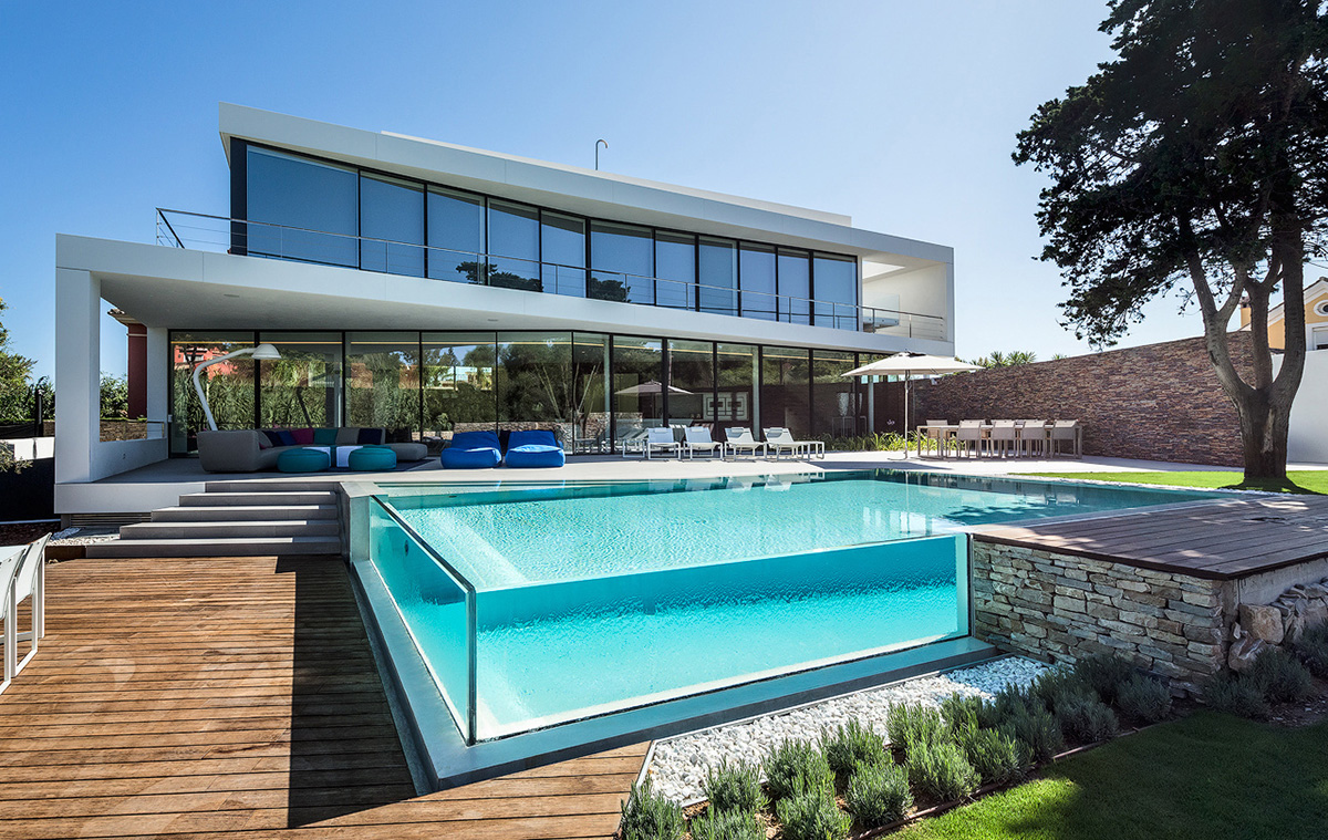 glass walled swimming pool 2